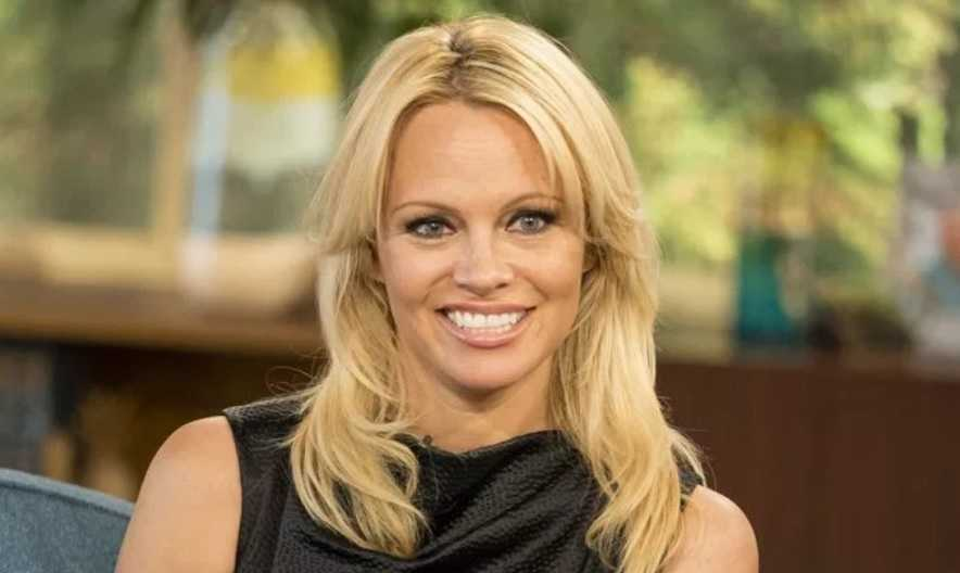 Pamela Anderson Height