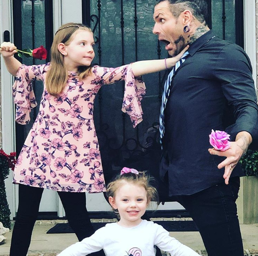 Jeff Hardy With His Daughters