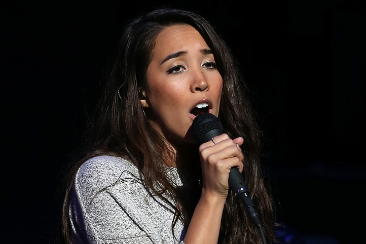 Sierra Deaton, a famous singer and songwriter