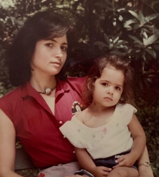 Sarah Shahi mother