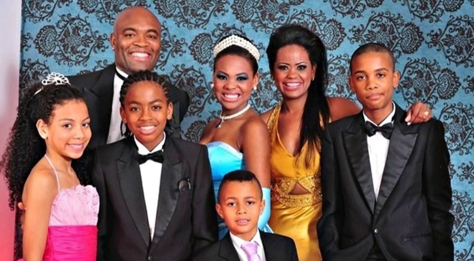 Anderson Silva With His Wife And Children