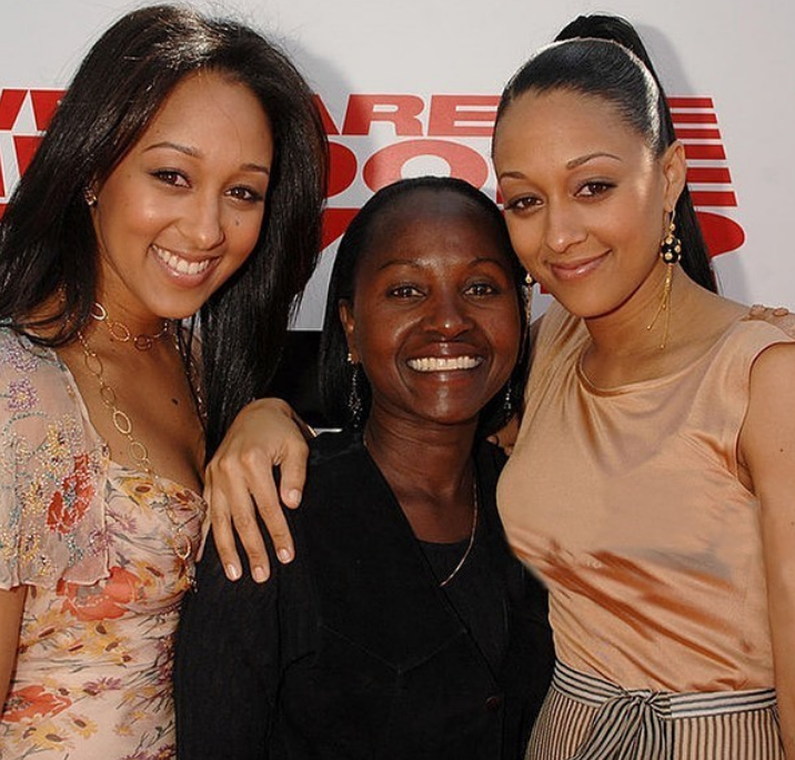 Tia Mowry and Tamera Mowry with their mother