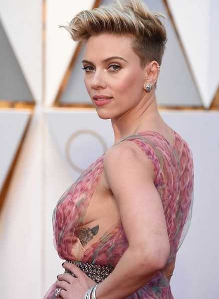 Scarlett Johansson Bio Net Worth Affairs Boyfriend Husband Daughter Paparazzi Avengers Endgame Black Widow Nationality Age Height Wiki Gossip Gist