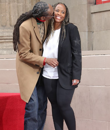 Snoop Dogg Kissing His Wife Shante Taylor