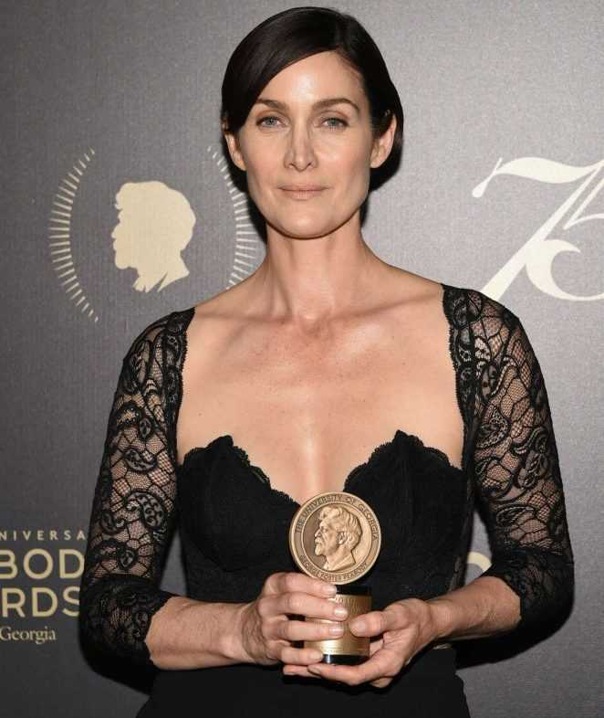 Carrie-Anne Moss Early Life