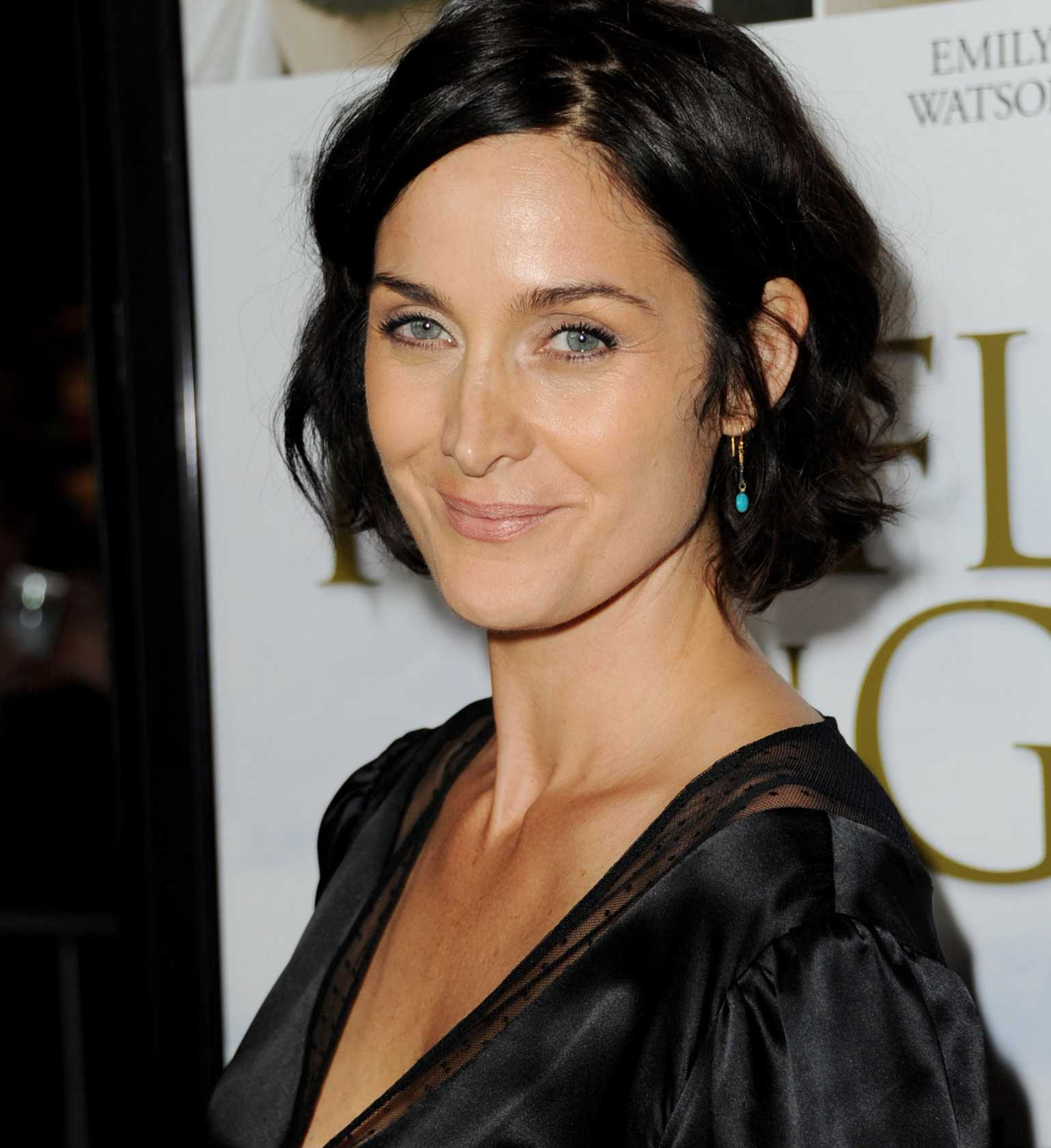 Carrie-Anne Moss Net Worth