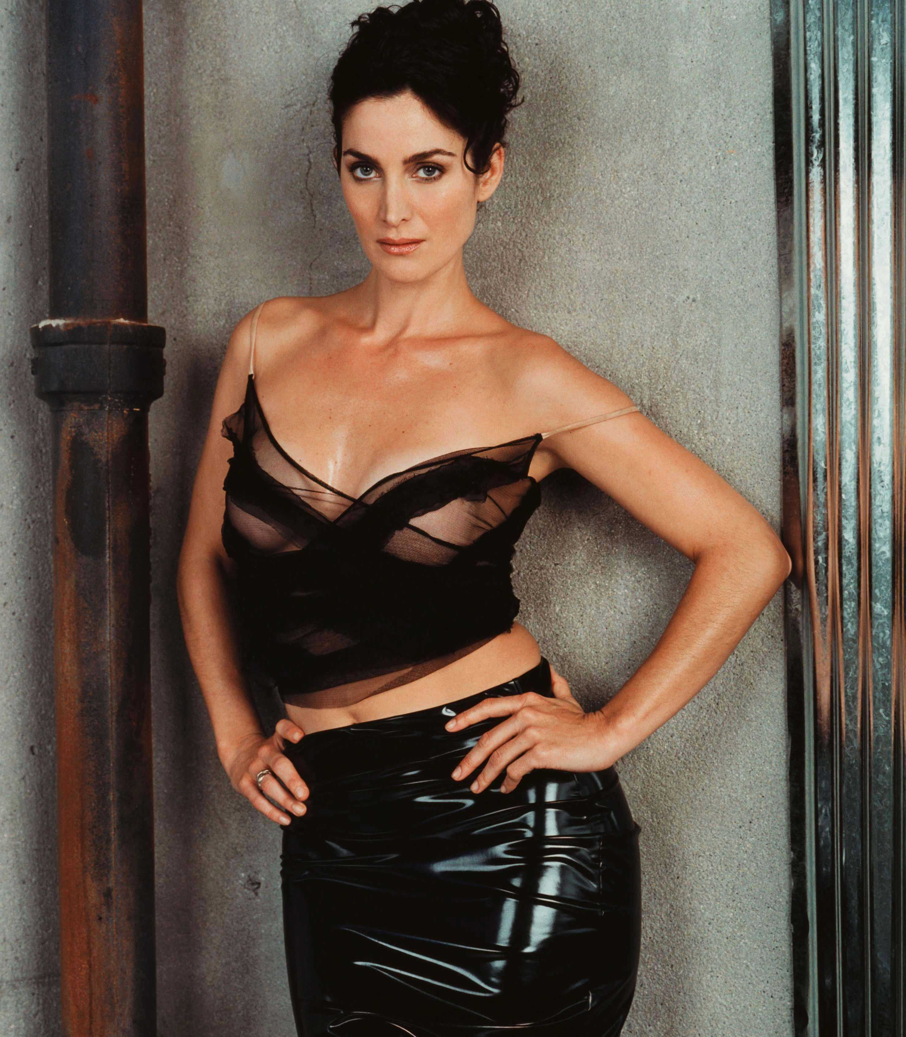 Carrie-Anne Moss Height