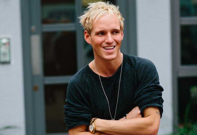 Jamie Laing Height