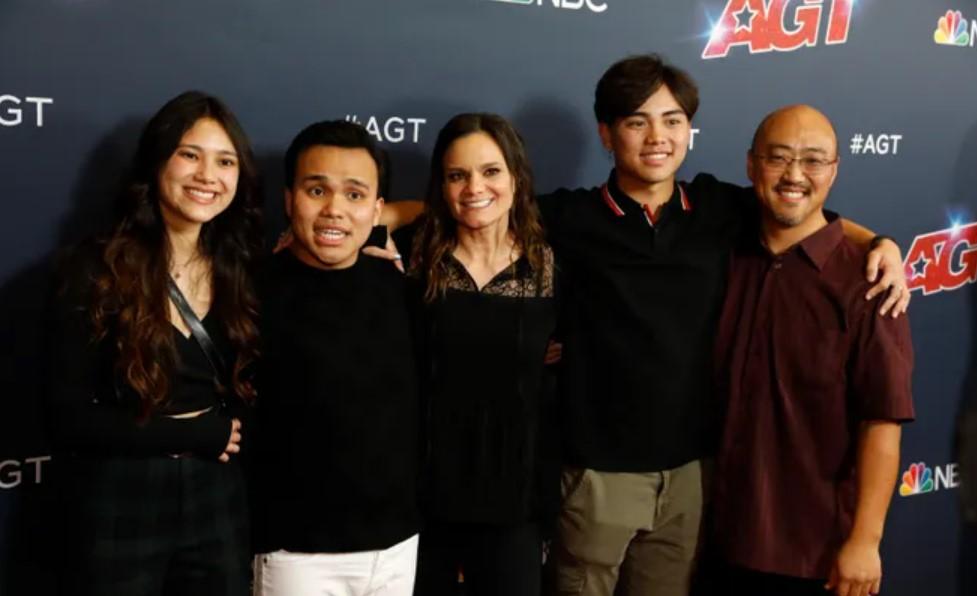 Kodi Lee family