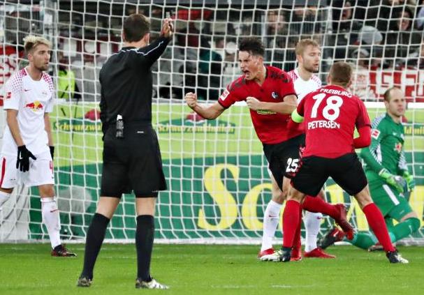 Robin Koch Celebrating After A Goal