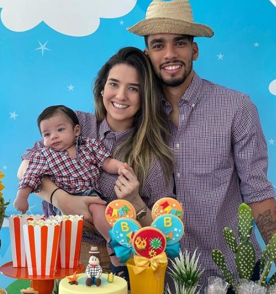 Lucas Paqueta and his wife, Maria Eduarda Fournier and their kid
