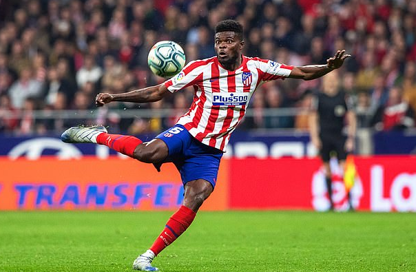 Thomas Partey Kicking The Ball