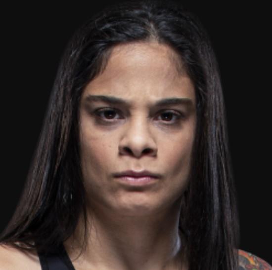 Livia Renata Souza