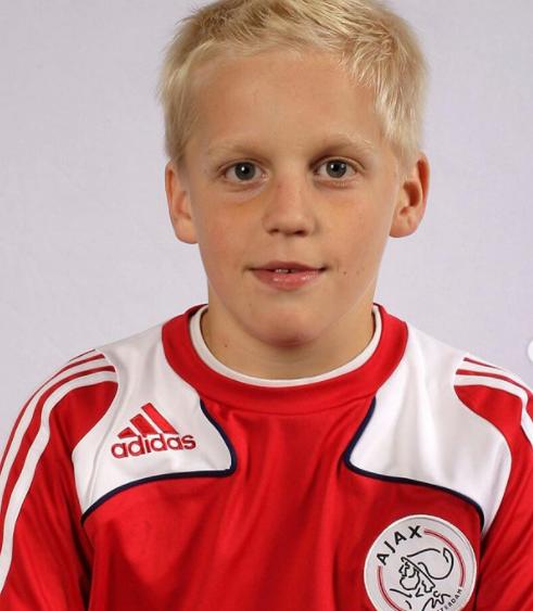 Donny van de Beek's childhood picture with the jersey of Ajax Team