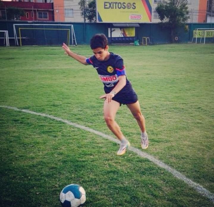 Diego Lainez young