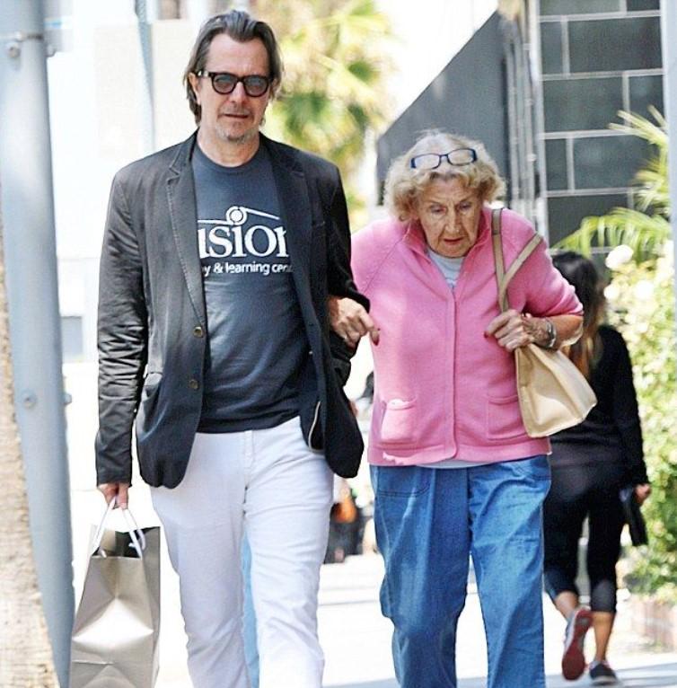 Gary Oldman mother