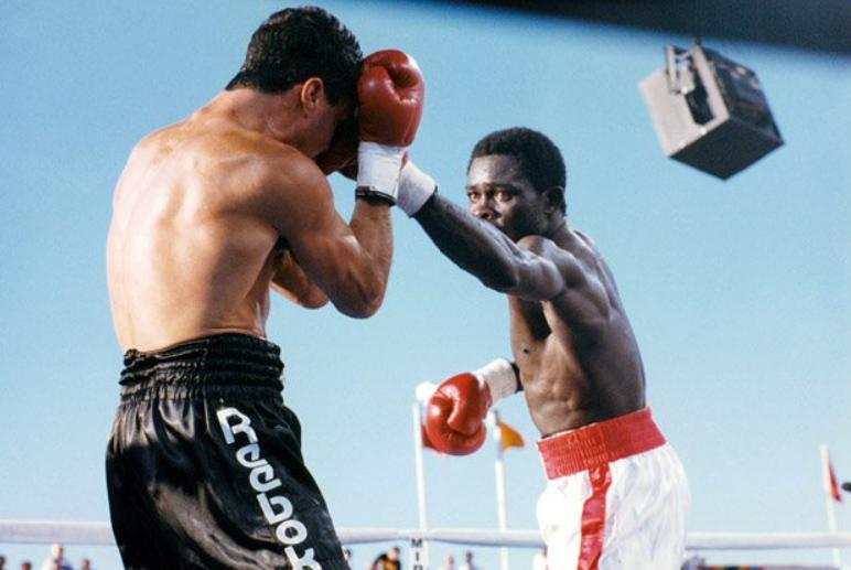 Azumah Nelson Fighting Against The Opponent