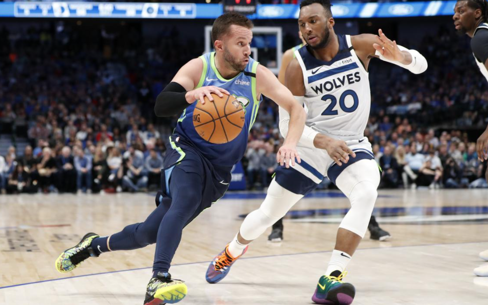 J. J. Barea heading the ball against the opponent