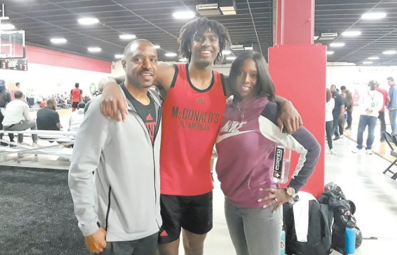 Tyrese Maxey with his parents