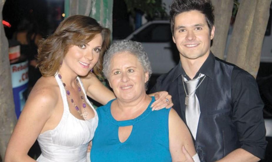 Eleazar Gomez siblings