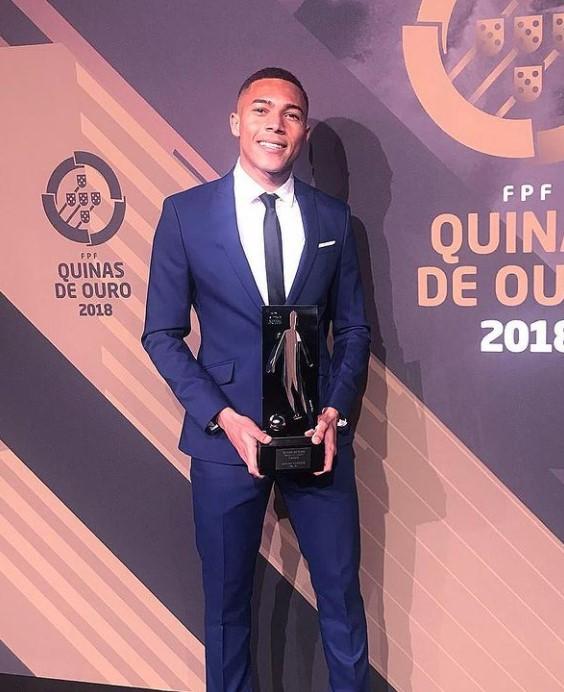 Carlos Vinicius awards