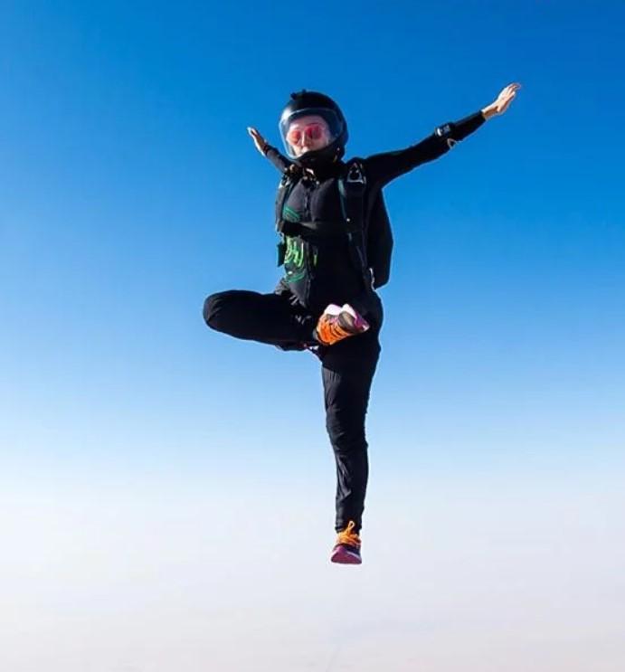 Latifa bint Mohammed Al Maktoum skydiving