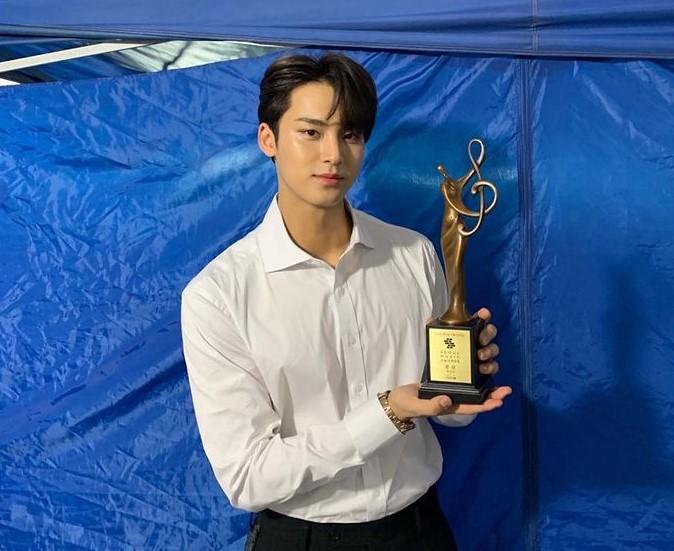 Kim Mingyu awards