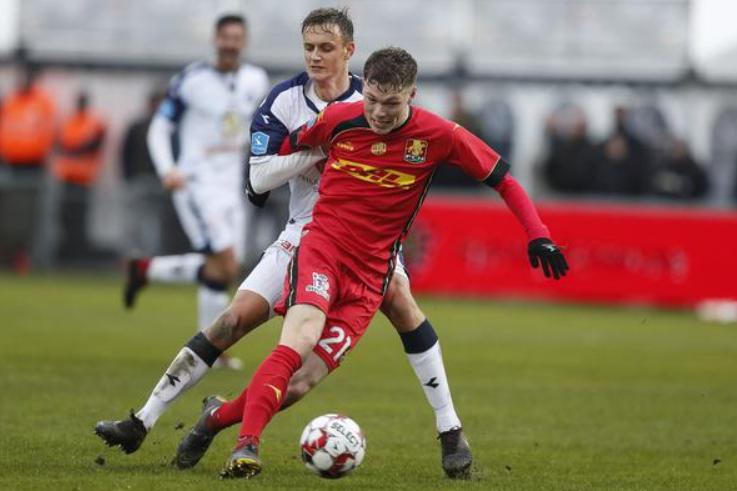 Andreas Skov Oslen against the opponent