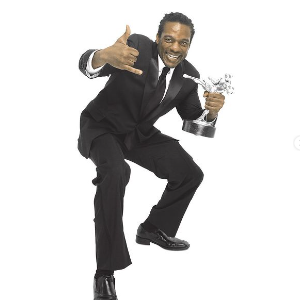 Herb Dean with his MMA Award