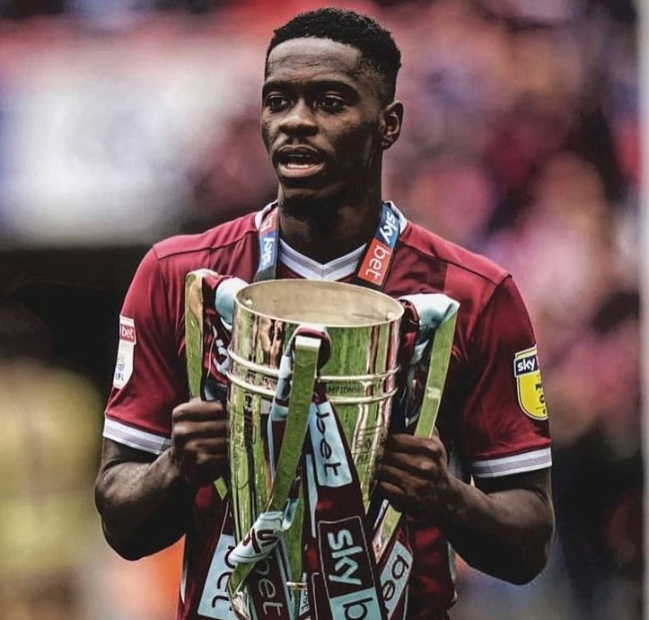 Axel Tuanzebe Aston Villa