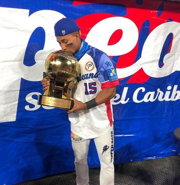 Robel Garcia kissing his Caribbean Series Champions 2021 Trophy
