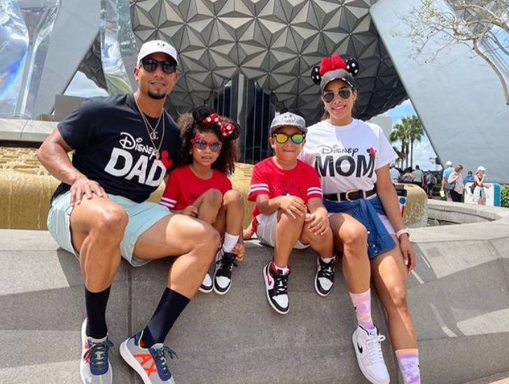 Robel Garcia with his wife and their childrens