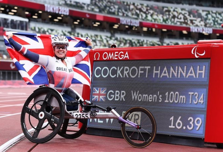Hannah Cockroft wins third successive 100m gold
