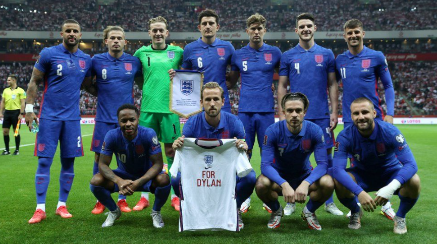 England men's team paid tribute with captain Harry Kane holding up a shirt that said 'For Dylan'