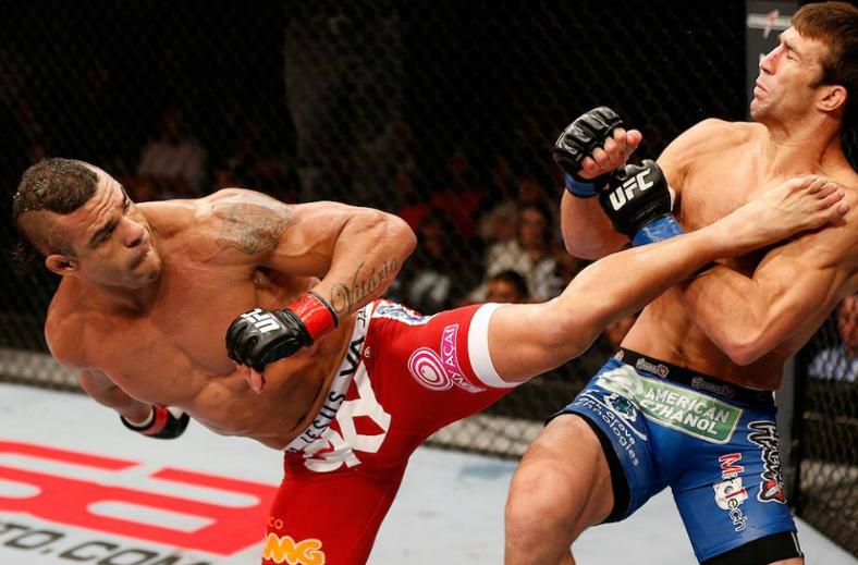 Vitor Belfort fighting against Luke Rockhold
