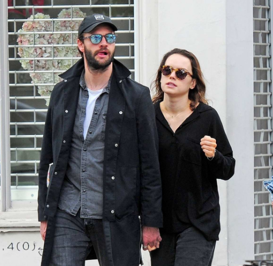 Star War Actress Daisy Ridley and Boyfriend Tom Bateman are Dating