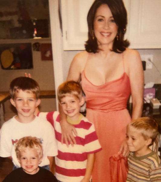 Patricia Heaton with her mom and her siblings