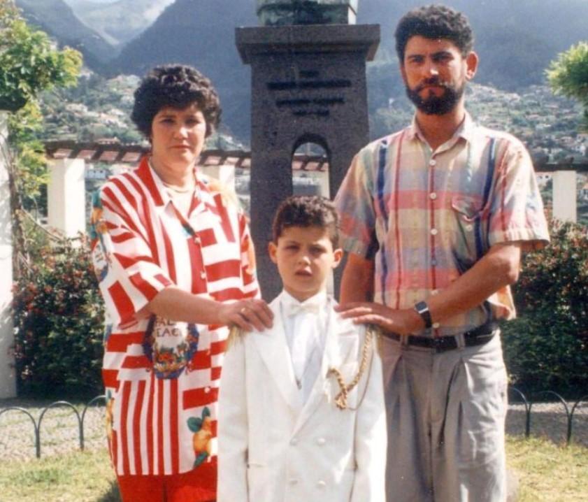 Dolores Aveiro family