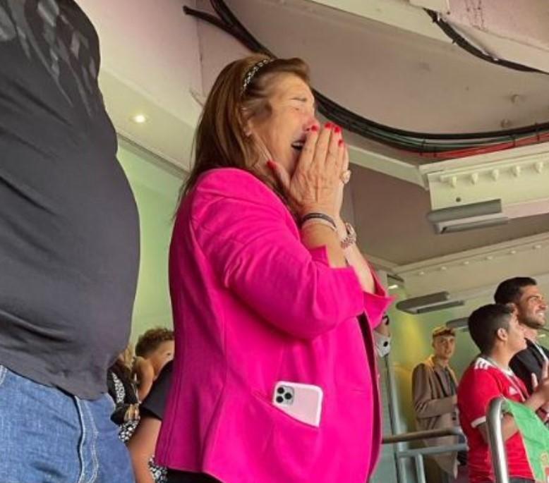 Dolores Aveiro crying